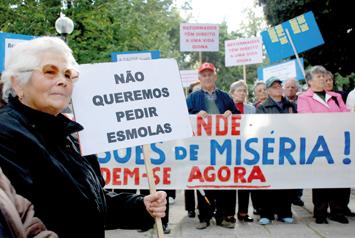 http://www.diarioliberdade.org/archivos/imagenes/articulos/0811b/300811_esmolas.jpg