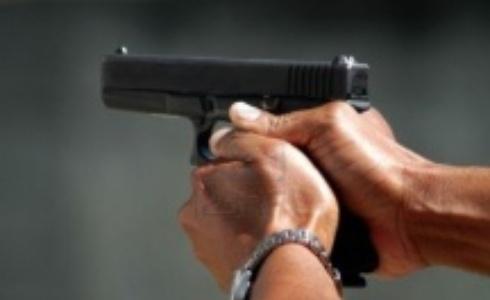 Resultado de imagem para homem armado