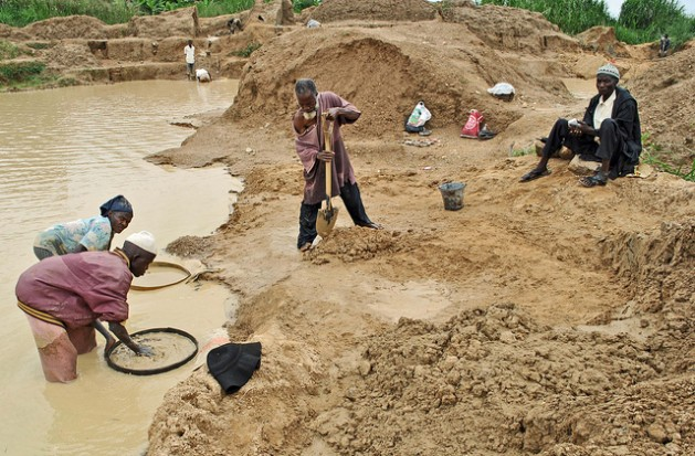gold and diamond mining of africa Gold mining is africa's main mining resource the central african mining and exploration company (camec), one of africa's primary mining enterprises, is criticized for its unregulated environmental impact and minimal social stewardship.