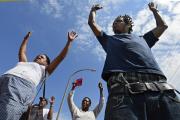 200814 manifestantes em ferguson