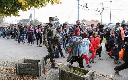 640px Slovenska vojska tudi med vikendom v velikem številu pri podpori Policiji 01